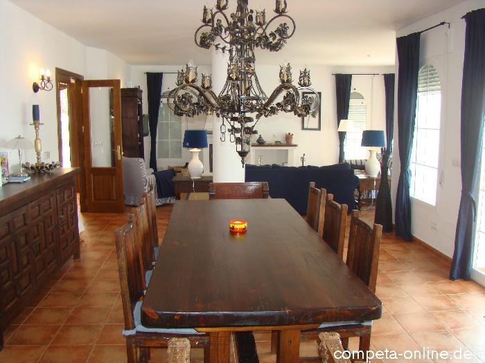 Villa Ancla Wonzimmer/Küche - Ferienhaus in Sayalonga in Andalusien ...